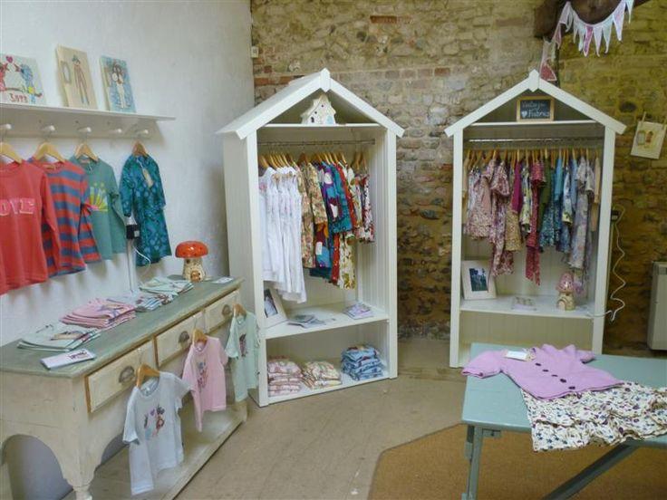 Como escolher a decora o de uma loja de roupas - Cortina boutique ...