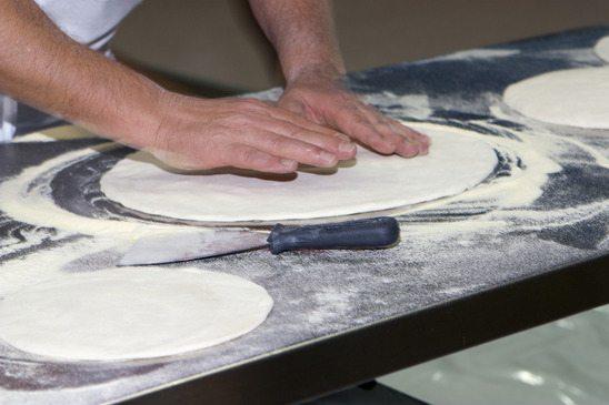 Como Abrir Massa de Pizza