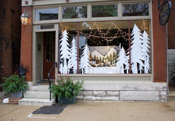 Decorating Ideas > Decorar Loja Para O Natal  Aprenda Tudo! » Novo Negócio ~ 220626_Christmas Decorating Ideas Using Old Windows