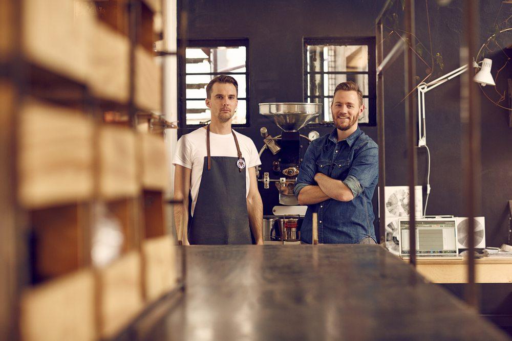 Como Revender Roupas de Marca e Iniciar seu Próprio Negócio